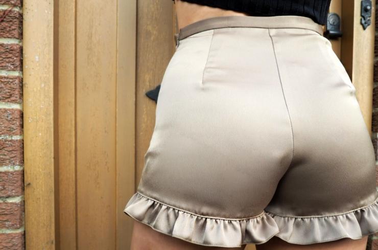 0olive-shorts